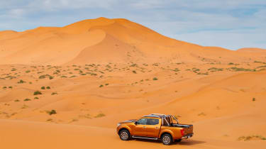 Nissan NP300 Navara pick-up dune - sand driving 7