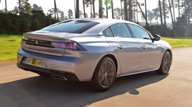 Peugeot 508 Fastback - rear tracking
