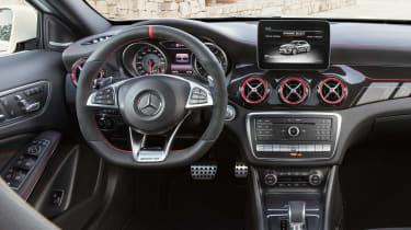 Mercedes-AMG GLA 45 - dash