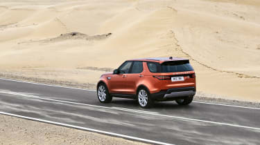 Land Rover Discovery 2017 - official road rear tracking