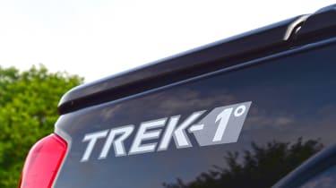 Nissan Navara Trek-1° 2017 badge