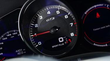 Porsche Cayenne Coupe GTS - dials