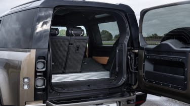 Land Rover Defender - boot