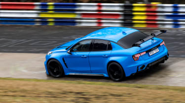 Lynk & Co 03 Cyan Concept - Karussell