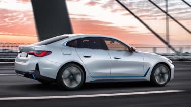 BMW i4 - rear tracking