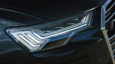 Audi A6 Avant - headlights