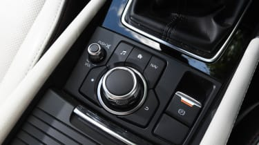 Mazda 3 Fastback - buttons