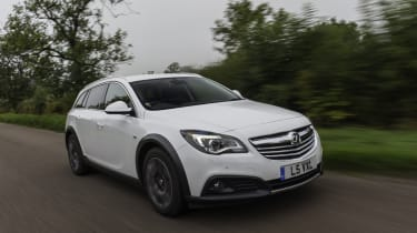 Vauxhall Insignia Country Tourer front action