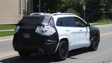 Jeep Cherokee 2018 facelift spy shots 10