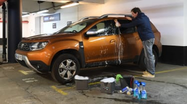 Dacia Duster 4x2 long termer - car cleaning