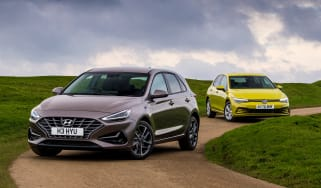 Hyundai i30 vs Volkswagen Golf - main