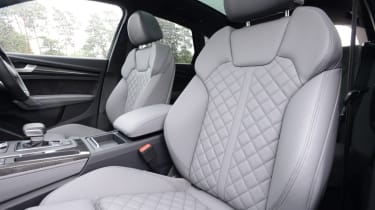 Audi SQ5 - front seats