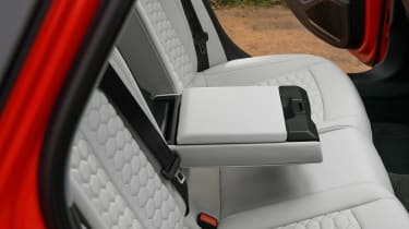 Audi RS 4 Avant - rear seats