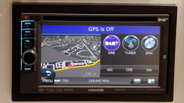 Kenwood DNX4210DAB stereo