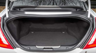 Jaguar XJR - boot