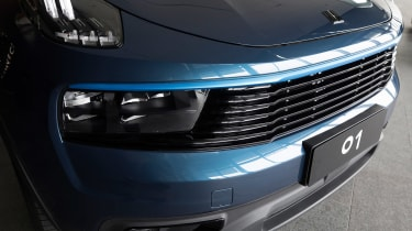 Lynk & Co 01 - grille