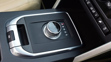 Land Rover Discovery Sport - gear selector