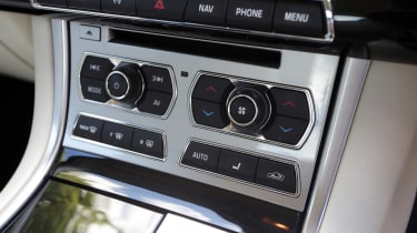 Used Jaguar XF - centre console