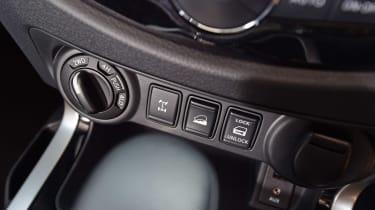 Nissan Navara Trek-1° 2017 controls