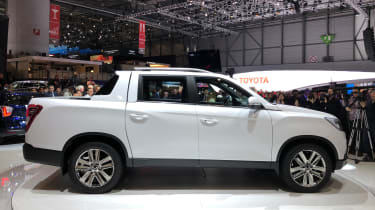 SsangYong Musso - side profile