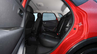 renault captur legroom rear seats