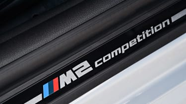 BMW M2 Competition - sill