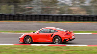 Porsche 911 Turbo S 2016 - side tracking 2