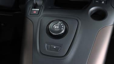 Peugeot Rifter transmission dial
