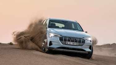 Audi e-tron - sand