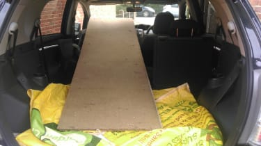 Toyota Verso LT - wood in boot