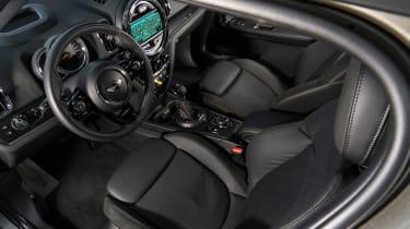 MINI Countryman S E - front seats