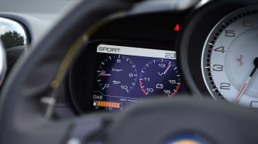 Ferrari California T Handling Speciale - dials