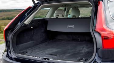 Volvo V90 D5 Momentum - boot