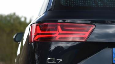 Audi Q7 e-tron - rear light