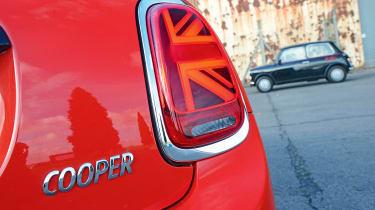 MINI Cooper 5dr - rear light