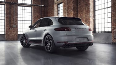 Porsche Macan Turbo Exclusive Performance Edition in silver rear