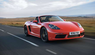 Porsche 718 Boxster front tracking