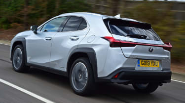 Lexus UX - rear tracking