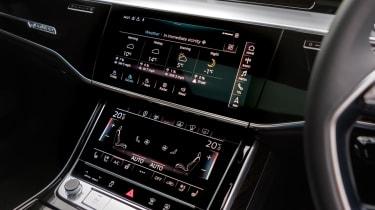 Audi A8 - screens