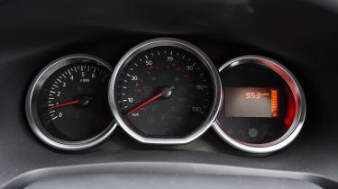 Dacia Sandero facelift - dials