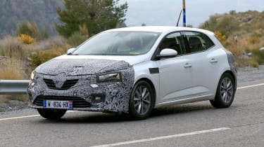 Renault Megane facelift spy shots side