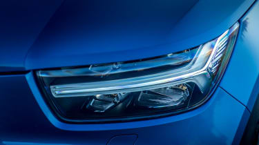 Volvo XC40 T5 Twin Engine - front light