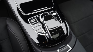 Mercedes E-Class E 220d AMG Line 2017 - centre console