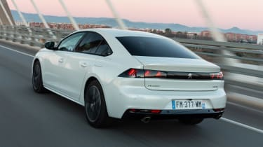 Peugeot 508 Hybrid - rear tracking
