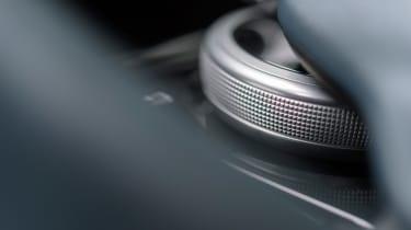 Aston Martin DBS Superleggera - dial