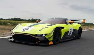 Aston Martin Vulcan AMR Pro - front