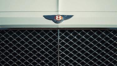 Bentley Bentayga PHEV - grille