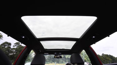 Kia Optima Sportswagon - panoramic roof