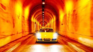 Porsche 911 Carrera T - full front tunnel