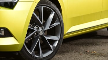 Skoda Superb Sportline - wheel detail